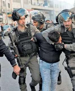 الاحتلال يعتقل خمسة مواطنين وزوجة اسير