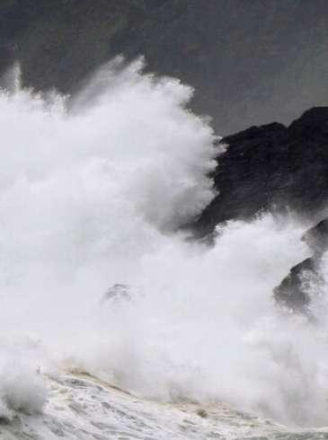 اليابان:  تحذيرات  من عاصفة استوائية ستحدث طقسا عاصفا وأمواجا عالية