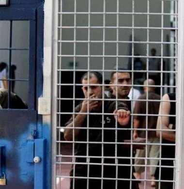 الحوار بين قادة الأسرى وإدارة السجون لم ينتهِ والإضراب ما زال قائماً
