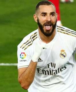 ريال مدريد يُحصن بنزيما حتى 2023
